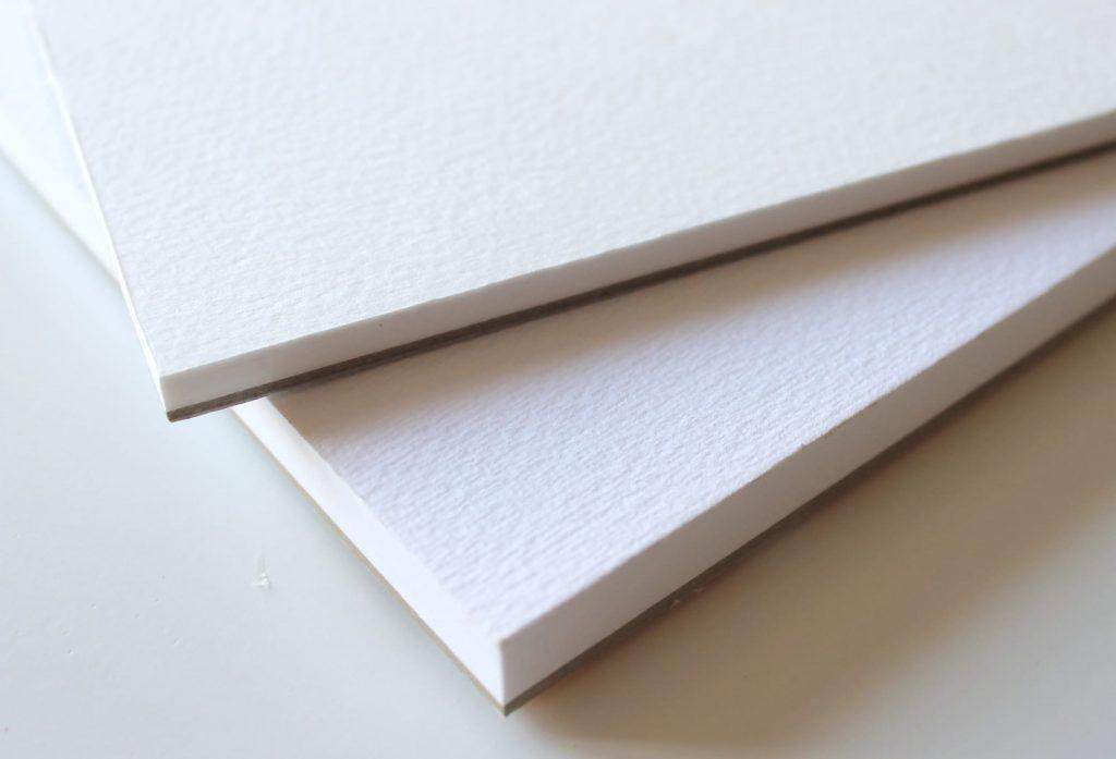 La carta per acquerello a grana fine e grana grossa