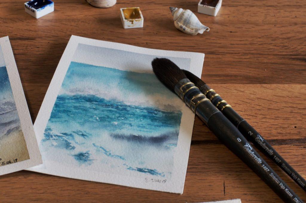 Carta per acquerello con pennelli e colori