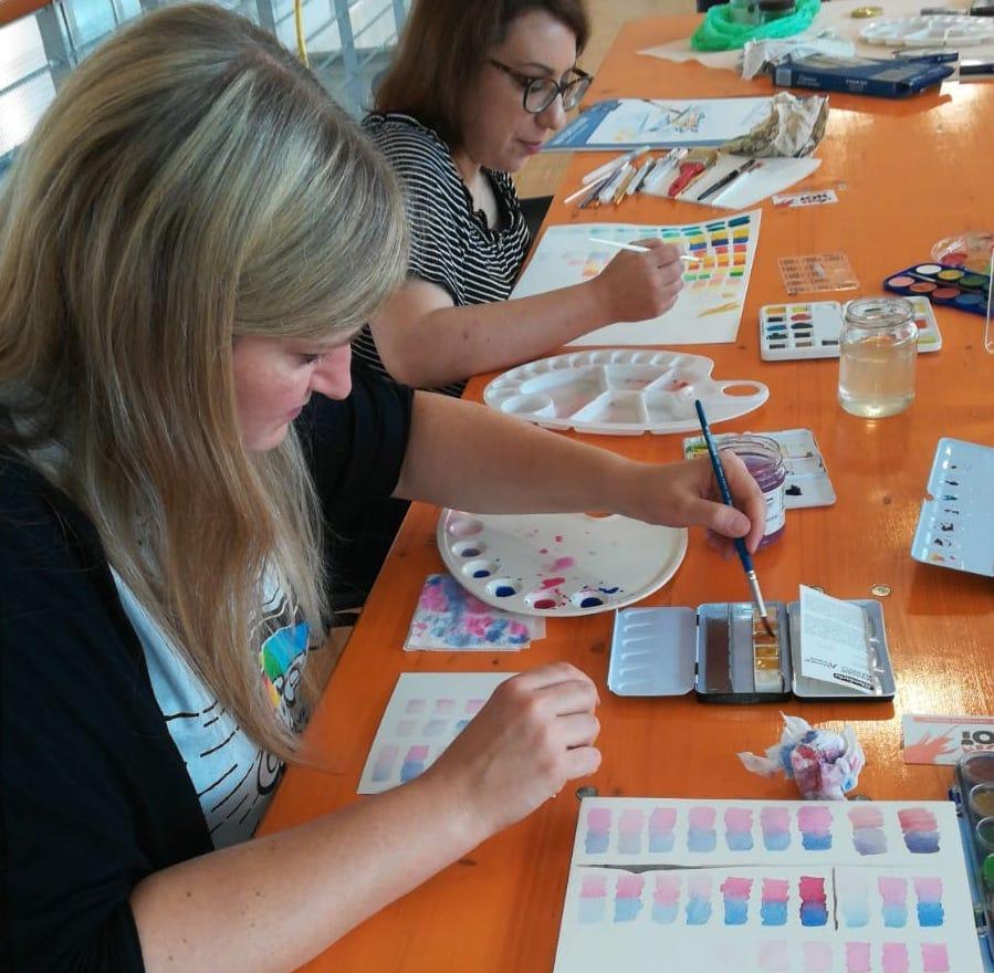 Prova delle tecniche per acquerello durante il workshop